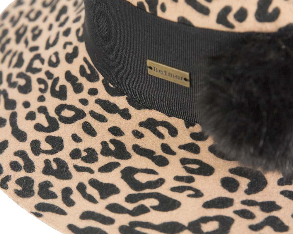 Wide brim ladies winter felt leopard cloche hat